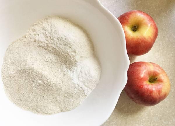 Ciambella con mela e uvetta senza glutine