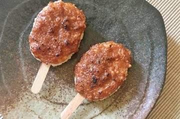 goheimochi con salsa di miso e noci