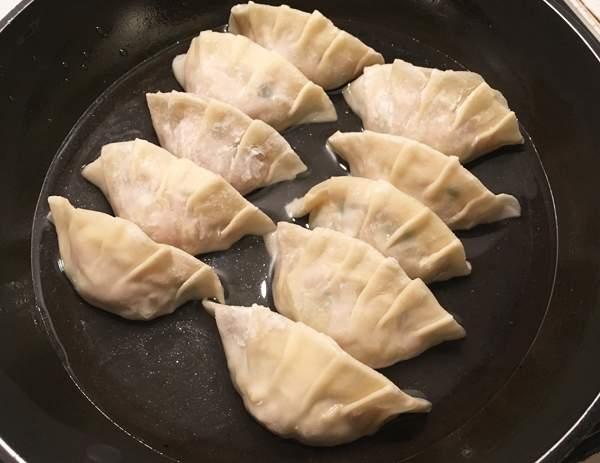 Ricetta Gyoza Alla Piastra.Ravioli Alla Griglia Yaki Gyoza Una Giapponese In Cucina