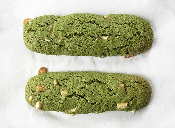 Biscotti al matcha con cioccolato bianco