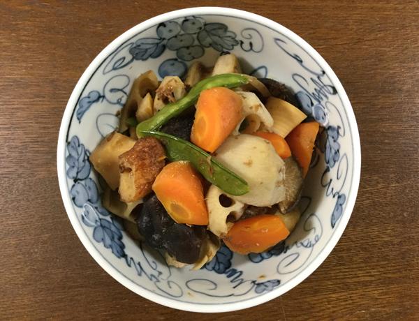 Nimono di verdure miste con funghi e chikuwa
