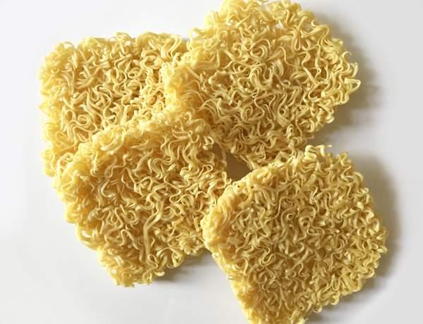 Spaghetti secchi istantanei da ramen