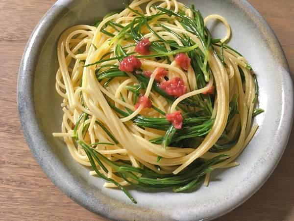 Spaghetti con agretti alle prugne salate