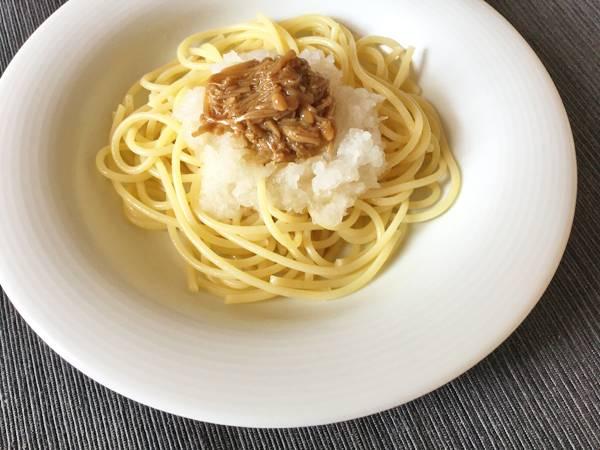 Spaghetti con nametake e daikon grattugiato