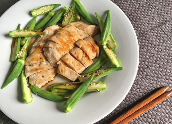 tagliata di pollo con okra alla salsa ponzu