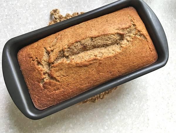 torta di banana con farina di grano saraceno