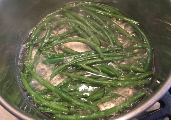 fagiolini alla salsa di miso e sesamo