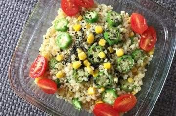 Insalata di riso genmai con okra