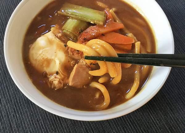 Udon in brodo al miso (Misonikomi udon)
