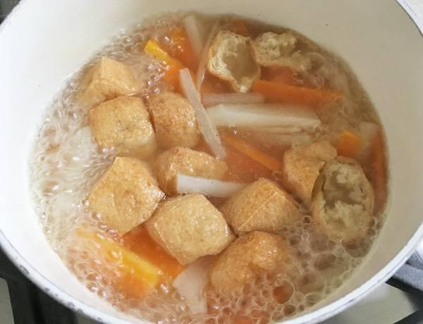 Zuppa di miso con daikon e aburaage