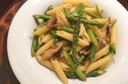 penne-con-funghi-eryngii-asparagi-salsa-di-ostrica