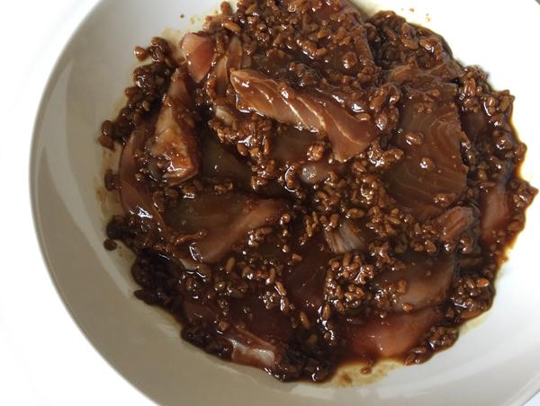 riso con tonno marinato alla salsa shoyukoji