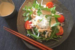 insalata di daikon e rucola alla salsa di sesamo