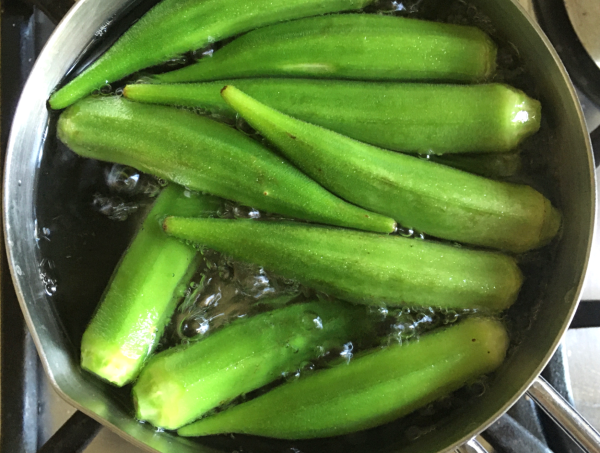 insalata di okra con tonno