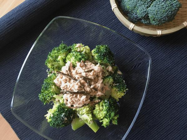 insalata di broccoli e tonno con shiokonbu
