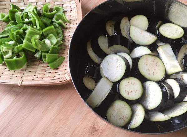 melanzane e friggitelli saltati al miso