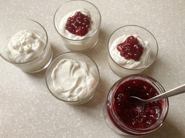 Cheesecake cremoso allo yogurt nel bicchiere