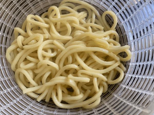 Yakisoba con calamaretti alla salsa di ostrica