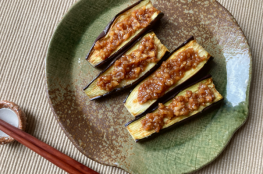 Melanzane arrostite con salsa di miso alle noci