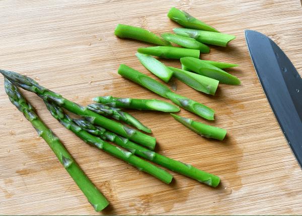 Asparagi croccanti con salsa di miso alle noci