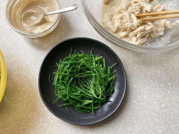 insalata di agretti e trippa alla salsa di yogurt e miso